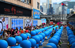 Задний взгляд диаграмм Doraemon в городе гавани Стоковое фото RF