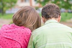 Задний взгляд мальчика и девушки Стоковое Фото
