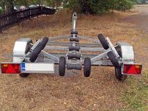 задний трейлер транспортируя яхту взгляда Стоковое Изображение RF