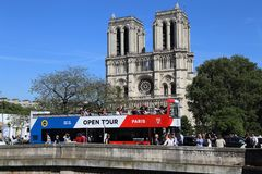 задний dame Франция собора банка вышел взгляд со стороны paris notre Стоковое фото RF