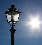 задним улица освещенная светильником Стоковое Изображение