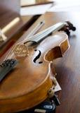 задняя светлая скрипка рояля Стоковое Изображение