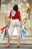 задняя смотря женщина взгляда магазина Стоковое фото RF