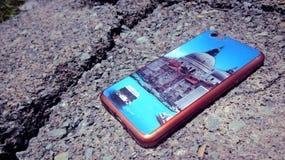 Задняя сторона обложки Smartphone с очень красивыми обоями Стоковое Фото