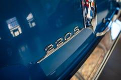 """Задняя эмблема роскошного  """"Ponton†Мерседес-Benz 220S W180 II автомобиля, 1956 Стоковое фото RF"""