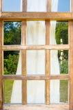 задрапируйте старые окна деревянные стоковые изображения rf