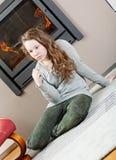 Задумчивая девушка подростка стоковые фотографии rf