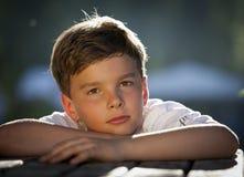 задумчивый мальчик стоковое фото
