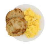 Зажаренная английская булочка с взбитыми яйцами Стоковые Изображения RF
