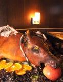 зажаренная в духовке свинья Стоковое Фото