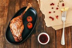 зажаренная в духовке нога цыпленка Стоковое фото RF