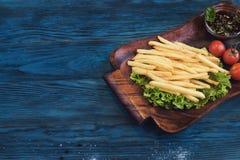 Зажаренная картошка на плите Стоковые Фото