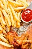 Зажаренная картошка с цыпленком стоковые изображения rf