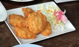 Зажаренная креветка еды испечет в белом блюде Стоковые Изображения RF