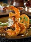 Зажаренная креветка с рисом на плите в ресторане Стоковая Фотография RF