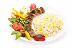 Зажаренная овечка Kebab Koobideh с рисом и травой стоковое фото