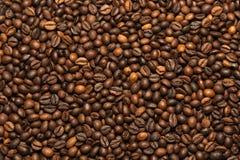 Зажаренная темная предпосылка кофейных зерен Стоковое фото RF
