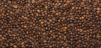 Зажаренная темная предпосылка кофейных зерен Стоковое Фото