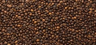 Зажаренная темная предпосылка кофейных зерен Стоковая Фотография