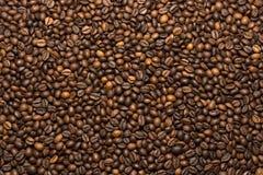 Зажаренная темная предпосылка кофейных зерен Стоковые Изображения RF