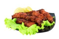 зажаренное в духовке мясо тарелки бекона обернутым Стоковое Изображение