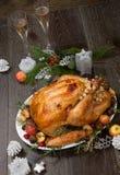 Зажаренное в духовке рождество Турция с яблоками самосхвата стоковое изображение rf