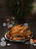Зажаренное в духовке рождество Турция с яблоками самосхвата стоковое фото rf