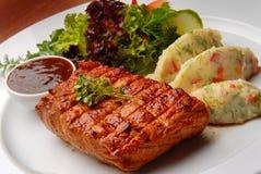 зажаренное говядиной мясо gril Стоковая Фотография