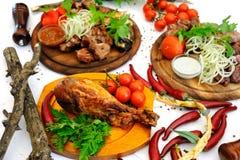 Зажаренное мясо на белой предпосылке Стоковое Изображение