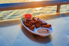 Зажаренное мясо с обедающим салата Стоковая Фотография RF