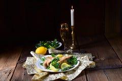 Зажаренное филе карпа на зимнем салате Стоковые Изображения