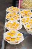 Зажаренное яичко триперсток с плитой пены Стоковое Изображение