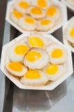 Зажаренное яичко триперсток с плитой пены Стоковая Фотография
