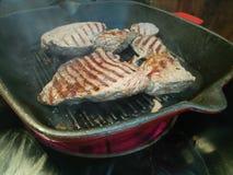 Зажаренное carvery говядины горячее в утюжит гриль бросания стоковая фотография