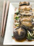 зажаренное choi shoyu shitake pac грибов Стоковая Фотография