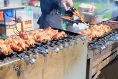Зажаренное shish kebab на протыкальнике металла Стоковые Изображения RF