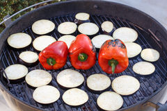 Зажаренные баклажан и paprica на решетке стоковая фотография rf