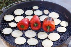 Зажаренные баклажан и paprica на решетке стоковые фотографии rf