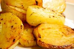 зажаренные в духовке картошки Стоковое фото RF