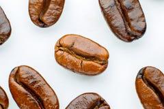 Зажаренные в духовке кофейные зерна Стоковое фото RF