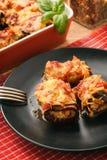 Зажаренные в духовке баклажаны заполненные с семенить мясом и испеченные с томатами и сыром Стоковая Фотография