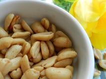Зажаренные в духовке желтые арахисы Стоковое фото RF