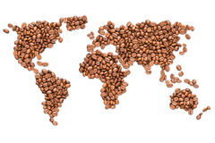 Зажаренные в духовке кофейные зерна зарывают карту изолированную на белой предпосылке Стоковые Изображения