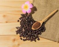 Зажаренные в духовке кофе и кофейные зерна Стоковые Фотографии RF