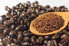 Зажаренные в духовке кофе и кофейные зерна Стоковые Изображения