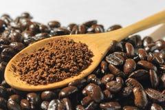 Зажаренные в духовке кофе и кофейные зерна Стоковое Изображение