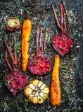 Зажаренные в духовке моркови и бураки стоковая фотография
