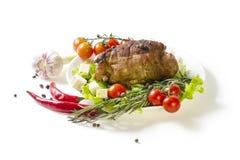 Зажаренные в духовке мясо и овощи, плита Стоковое Изображение