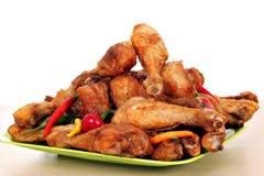 зажаренные в духовке drumsticks цыпленка Стоковое Изображение