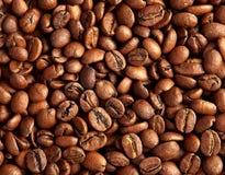 Зажаренные в духовке коричневые кофейные зерна Стоковое Фото